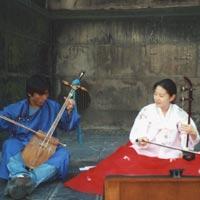 エジンバラにて韓国のヘグム奏者と (*ヘグム=韓国胡弓)