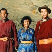 トーラ川の家族と(モンゴル)